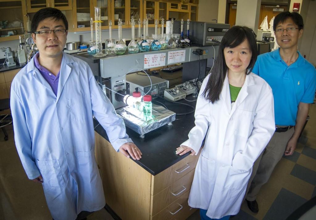 Solar energy: Dong Liu (left), Zi Wei (center) and Fuqiang Liu in the UT Arlington Materials Science and Engineering Department (UT Arlington)